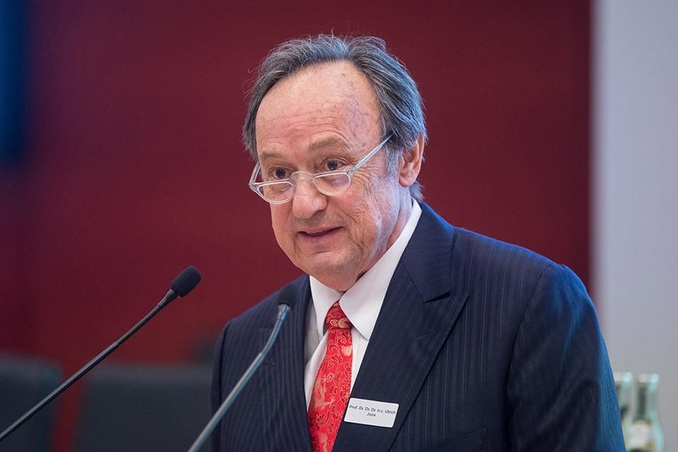 Prof. Dr. Dr. Dr. h.c. Ulrich Joos, Vorsitzender der Deutschen Chirurgiestiftung (DCS), Kompetenzzentrum für Gutachten