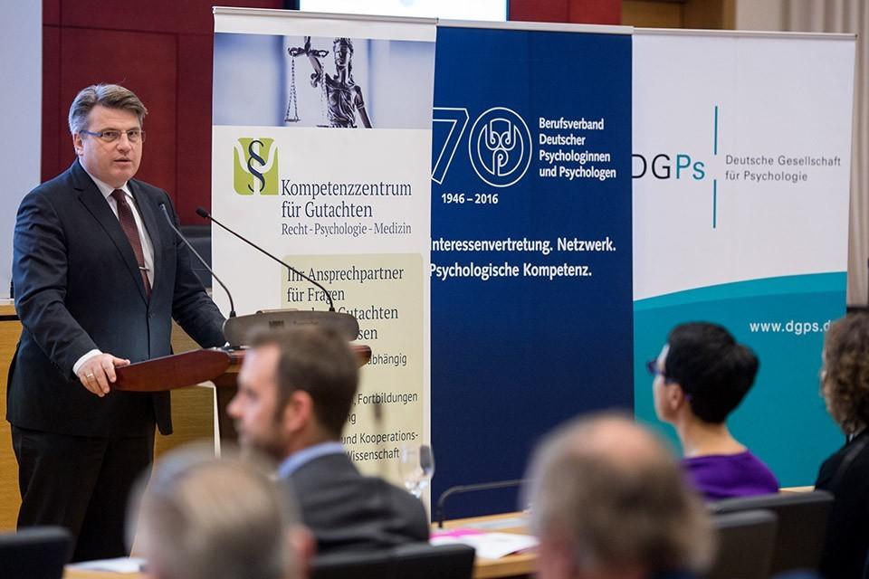 Prof. Dr. Winfried Bausback, MdL, Bayerischer Staatsminister der Justiz