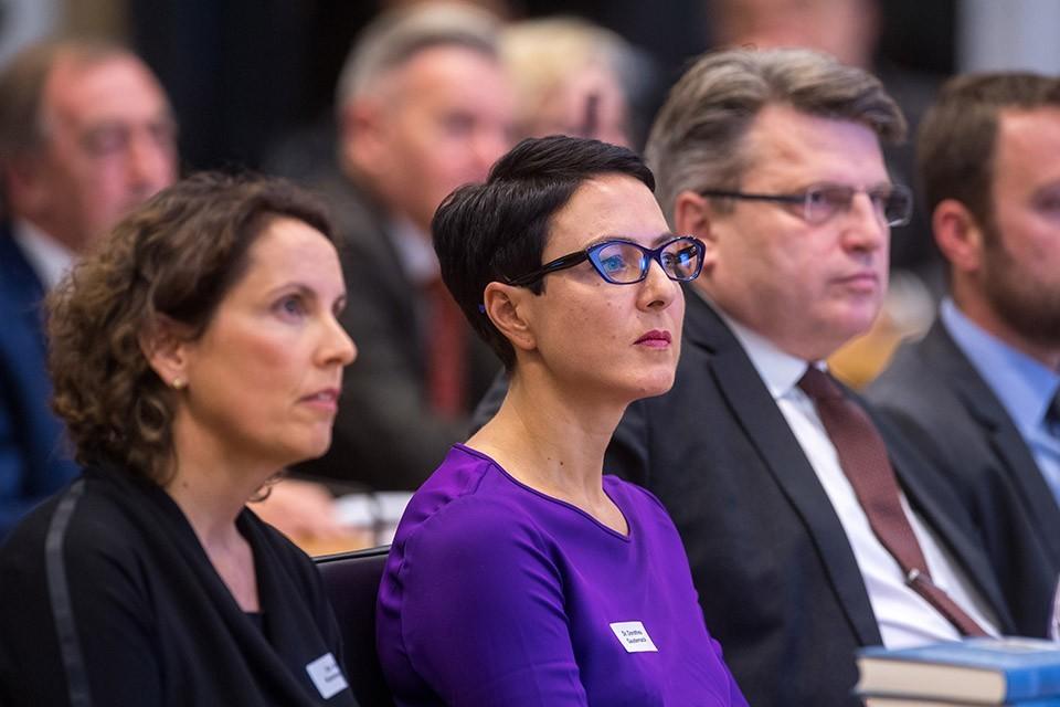 Dr. Anja Kannegießer, Vorsitzende Sektion Rechtspsychologie BDP; Dr. Dorothea Gaudernack, Leiterin des Amtes für Maßregelvollzug in Bayern; Prof. Dr. Winfried Bausback, MdL, Bayerischer Staatsminister der Justiz